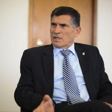 Santos Cruz defende que militares da ativa do governo passem para reserva