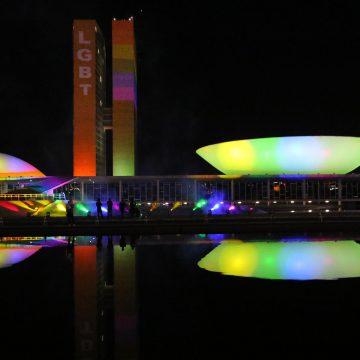 Congresso projeta cores do arco-íris no Dia Internacional do Orgulho LGBTI