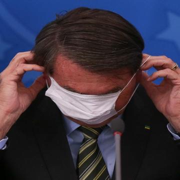 Bolsonaro aprendeu a omitir dados de doença com a ditadura militar