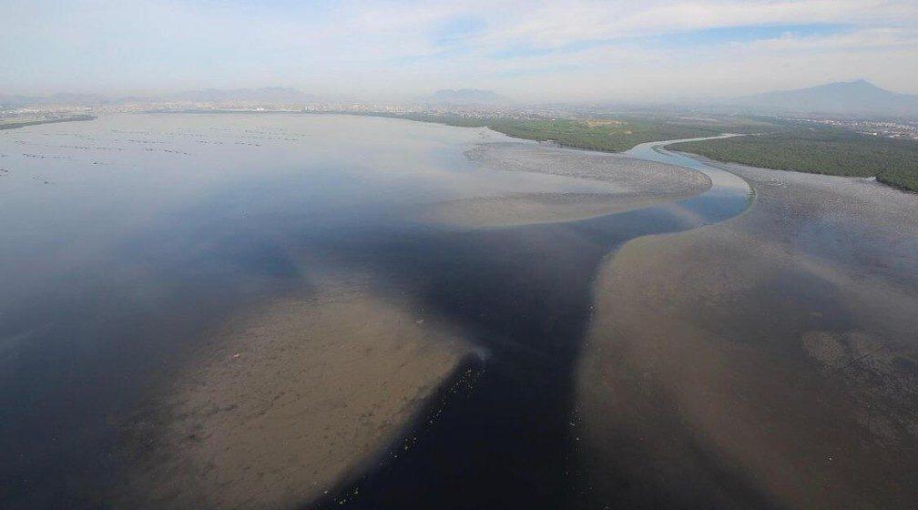 Poluição por lixo doméstico na Baía de Guanabara cresce durante isolamento social, diz Inea