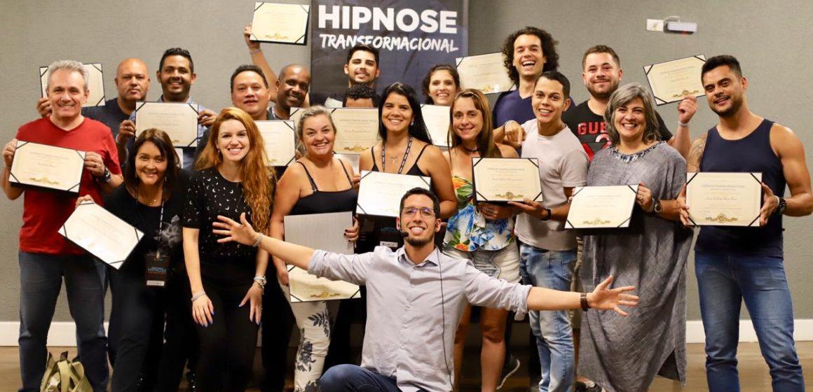 Psicólogo realiza curso gratuito de hipnoterapia