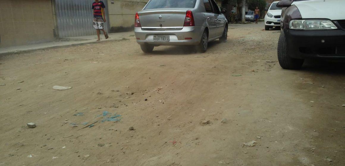 Moradores do bairro Cerâmica pedem melhorias em rua abandonada