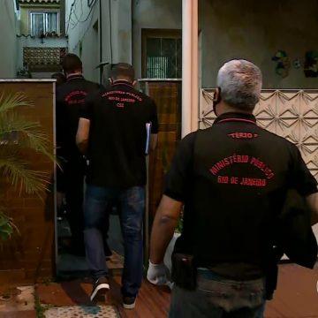 Polícia cumpre mandado de busca e apreensão em casa que consta na relação de bens do presidente Jair Bolsonaro no Rio