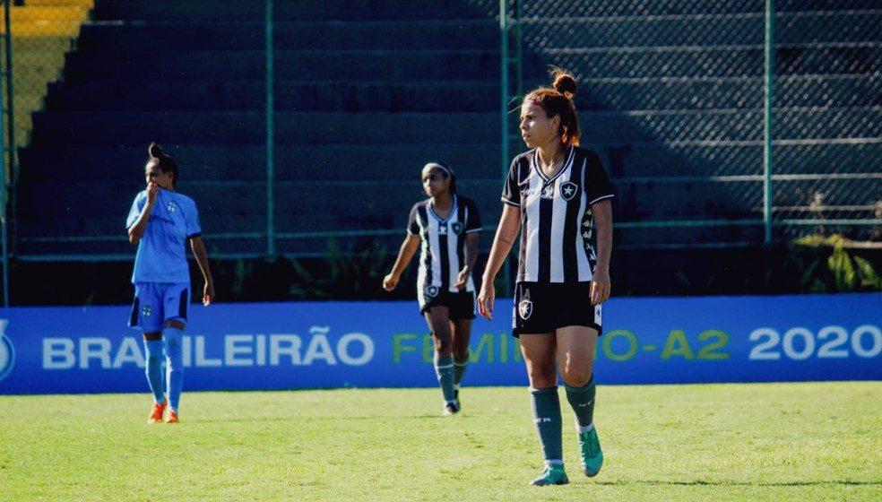 """Zagueira do Botafogo revela sonho: """"Que as próximas gerações possam ter estruturas melhores """""""