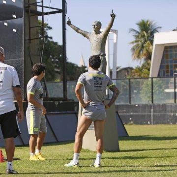 Escalação do Vasco: Com argentinos na frente e Bastos e Bruno César no meio; veja time que pega o Macaé
