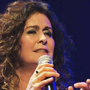 A cantora Joanna faz sua terceira live