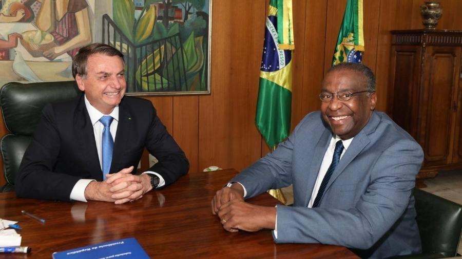 Bolsonaro anuncia professor Carlos Alberto Decotelli como novo ministro da Educação