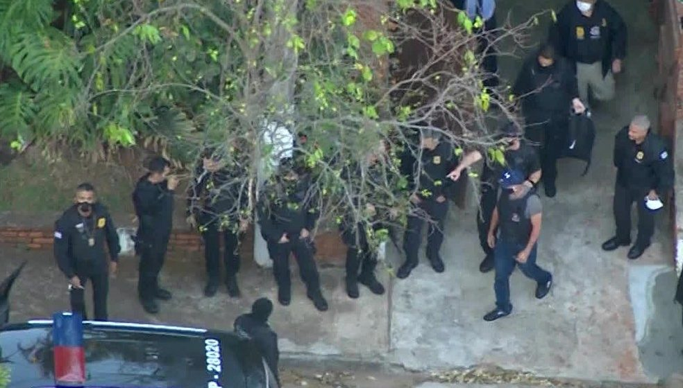 Fabrício Queiroz, ex-assessor de Flavio Bolsonaro, é preso em Atibaia, interior de São Paulo