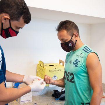 Dois exames por semana e questionário diário: entenda como funcionam os testes de Covid-19 no Flamengo
