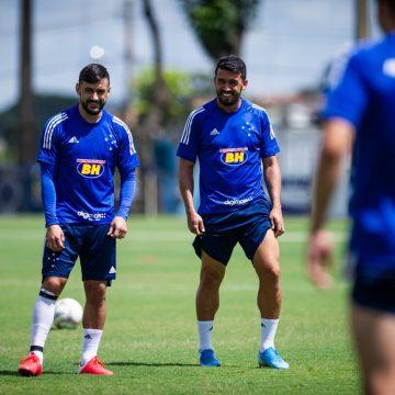 Em dificuldade financeira, Cruzeiro rescinde com Edilson e Robinho
