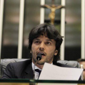 Bolsonaro aposta em Faria para agradar ao centrão e Maia, temendo impeachment