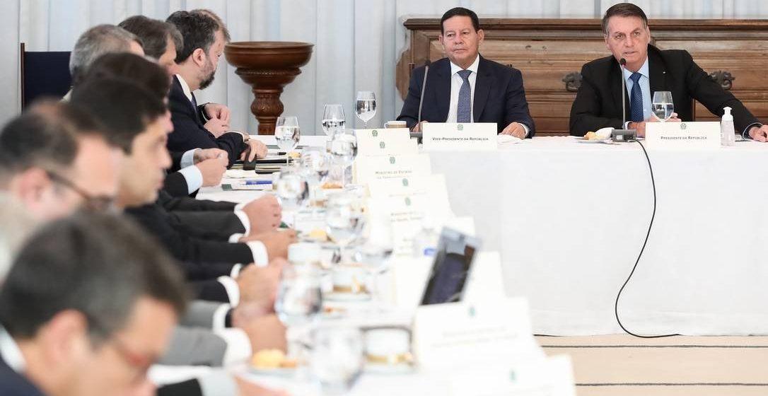 Bolsonaro fala em reabrir escolas após OMS citar estudo inconclusivo que lança dúvidas sobre transmissão assintomática