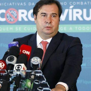 Após Bolsonaro sugerir corte de salário de parlamentares, Maia diz aceitar redução nos três poderes
