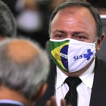 Ministro anuncia que Brasil deve assinar acordo para produção de vacina de Oxford esta semana