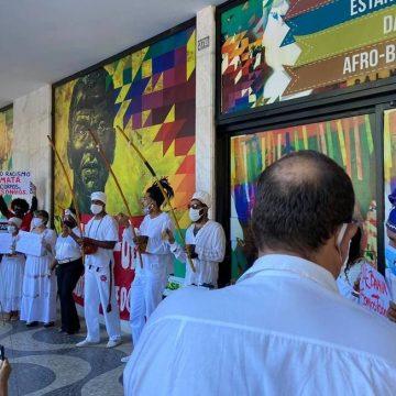 Manifestantes pedem saída de Sergio Camargo da Fundação Palmares