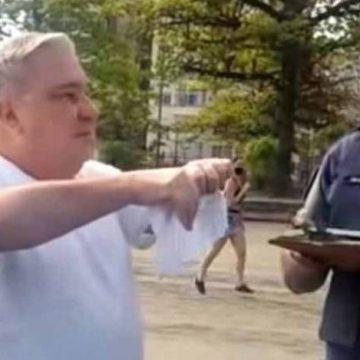 Vídeo: sem máscara, desembargador é multado e chama guarda de analfabeto