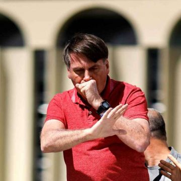 Bolsonaro diz que novo exame para Covid-19 deu positivo