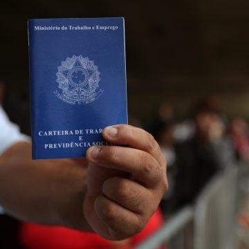Governo quer permitir que empresas recontratem com salário menor após pandemia