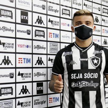 """Botafogo apresenta Victor Luis: """"O que eu comecei aqui eu sabia que não tinha terminado"""""""