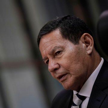 Com sistema atual, qualquer governo tem de se aliar ao Centrão, diz Mourão