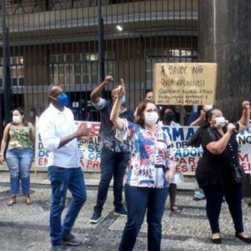 Enfermeiros e técnicos terceirizados da Saúde do RJ entram em greve; funcionários fazem manifestação