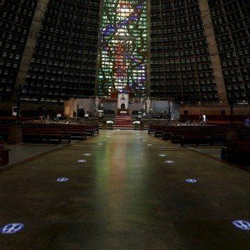 Missa na Catedral retoma atividades nas igrejas do Rio: entre espíritas e judeus, recomendação é ter cautela