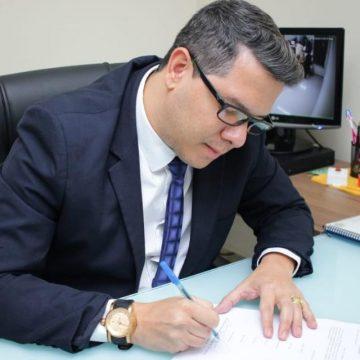 Presidente da Câmara de Mesquita anuncia pagamento de 13º de servidores do Legislativo para o próximo dia 20