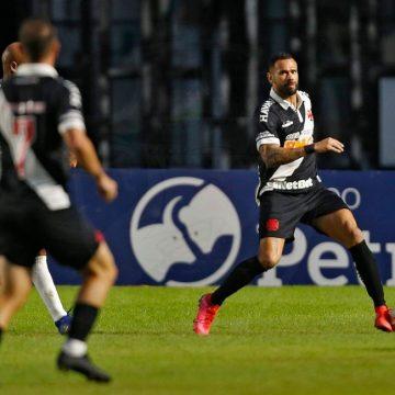 Leandro Castan tem lesão na coxa direita e inicia tratamento no Vasco