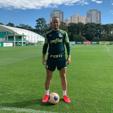 Encostado pelo Palmeiras, Guerra retoma rotina solitária na Academia de Futebol