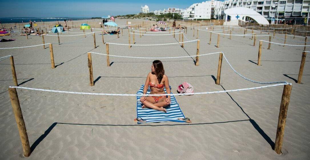 RJ libera banho de mar e mantém jogos sem torcida em nova fase de flexibilização