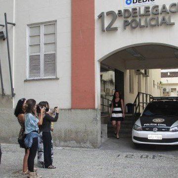 Guarda municipal fica ferido e três ambulantes são detidos durante confusão em Copacabana