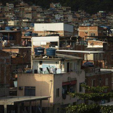 Alta letalidade e números de casos inexplicavelmente baixos põem em dúvida dados de Covid-19 nas favelas do Rio