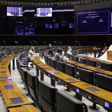 Câmara aprova em primeiro turno proposta que adia eleições para novembro