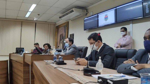 Câmara de Itaguaí aprova impeachment contra prefeito e o vice, que foram afastados