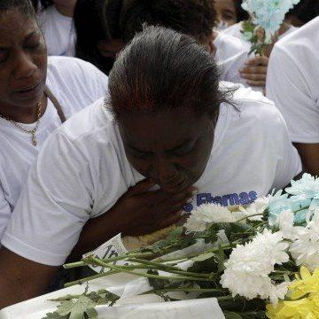 Enterro do menino Ítalo é marcado por homenagens da família, em São João do Meriti: 'Estamos arrasados'