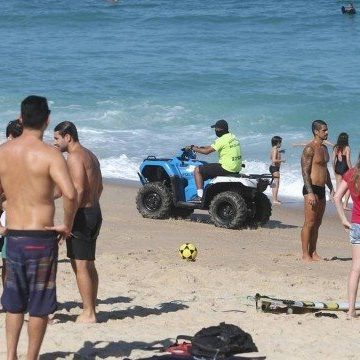 Crivella diz que só libera praias do Rio após vacina e vai multar quem estiver na areia sem máscara