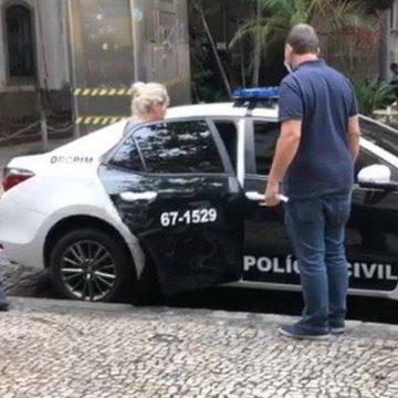 Neta do bicheiro Raul Capitão é presa em flagrante por contrabando