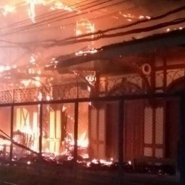 Incêndio atinge casarão histórico da estação ferroviária de Japeri, na Baixada