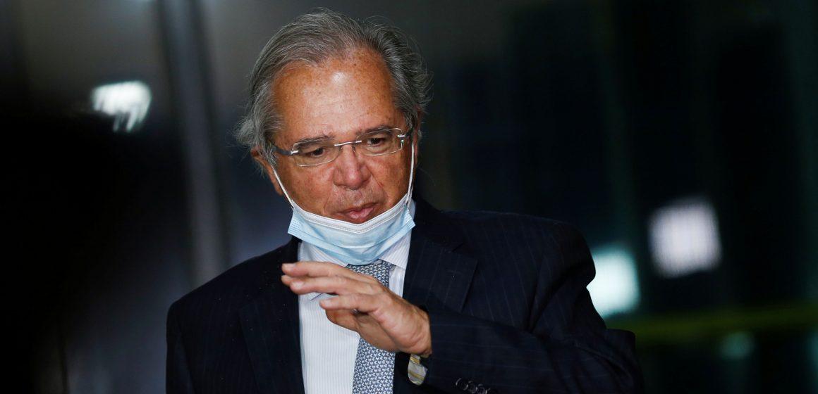 Programa de redução de jornada e salário terá mais 2 meses, diz Guedes