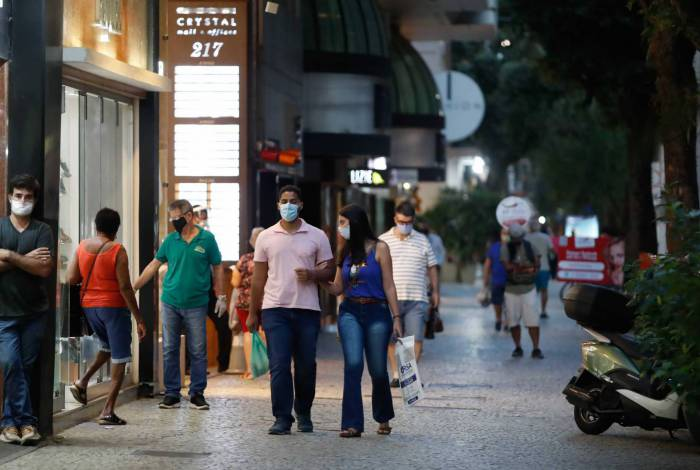 Pela 1ª vez desde abril, Brasil mostra desaceleração no contágio de coronavírus