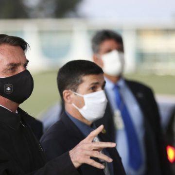 Bolsonaro volta a criticar governadores que pedem ajuda emergencial permanente