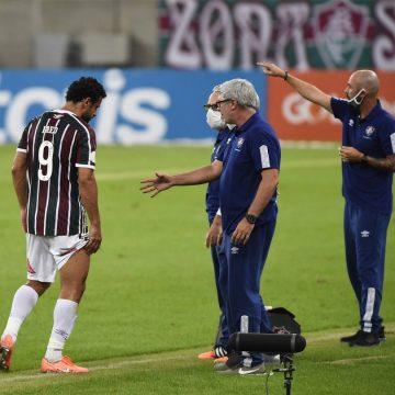 Fred tem lesão na coxa constatada e desfalca o Fluminense contra o Internacional, no domingo