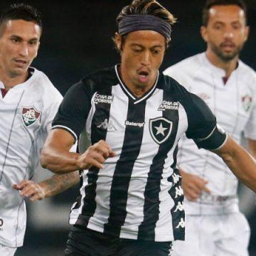 Botafogo aprimora jogo sem a bola, mas tem dificuldade no último terço do campo
