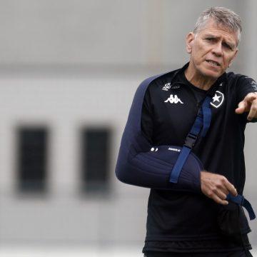 """Antes de estreia do Botafogo no Brasileirão, Autuori critica calendário: """"Complicado por natureza"""""""