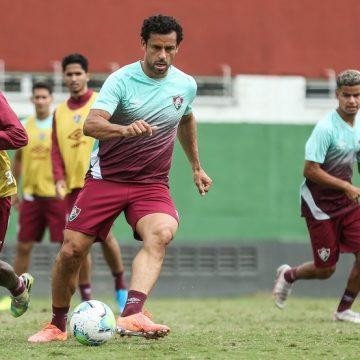 """Em dia de folga no Fluminense, Fred joga futevôlei e brinca após derrota: """"Sem aquecer é duro"""""""