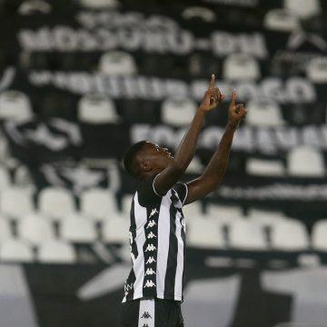 """Babi vira sombra para Pedro Raul no Botafogo e ganha elogios de Autuori: """"Tem nos surpreendido"""""""