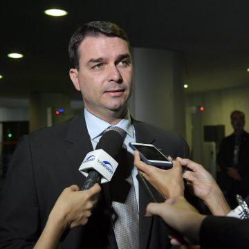 Defesa de Flávio Bolsonaro representa, de novo, contra MP do Rio