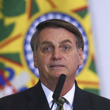 Bolsonaro assina MP que libera recursos para produção de vacina de Oxford