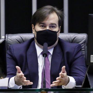 Maia cita ataques a Felipe Neto e diz que Câmara vai 'acelerar' projeto sobre fake news