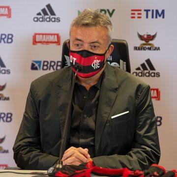 """Na base do portunhol, Domènec chega ao Flamengo e revela dica de Guardiola: """"Não deixe passar"""""""